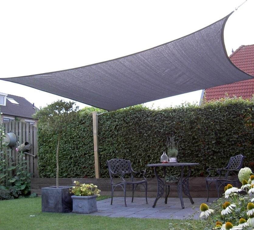 Coolfit schaduwdoek vierkant in de tuin