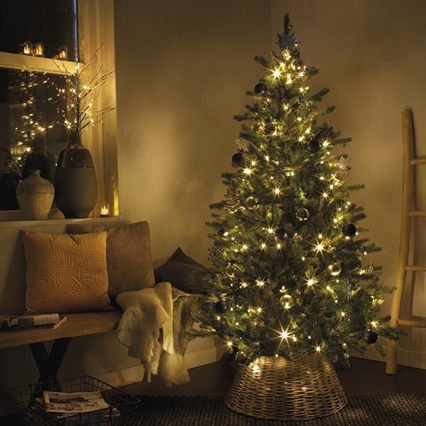 Kerstboom mand onder de boom