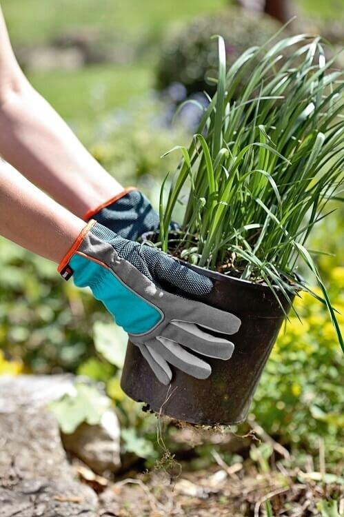 Planten met de Gardena tuinhandschoenen